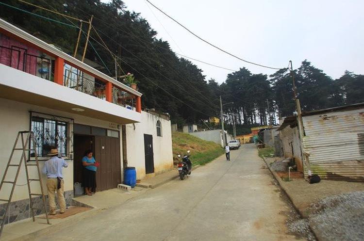 Vecinos de colonia las Brisas El Valle 2 aseguran que lugar es seguro, pero han sido testigos de las fugas ocurridas en el Hogar Seguro. (Foto Prensa Libre: Álvaro Interiano)