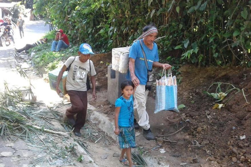 Vecinos de Chicacao, Suchitepéquez, resultan afectados por bloqueo de pilotos de mototaxis. (Melvin J. Popá)