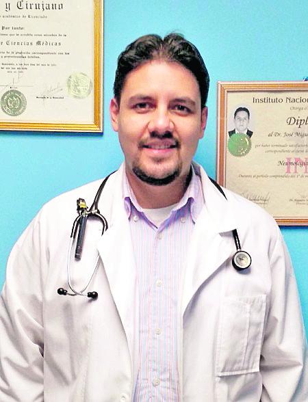 José Miguel Leal, neumólogo pediatra.  (Foto Prensa Libre: Hemeroteca PL).