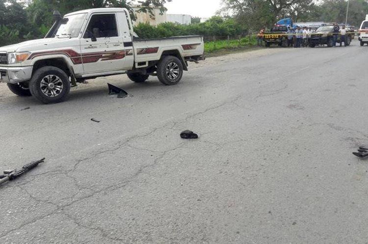 Dos fusiles de asalto se localizaron en el lugar donde se produjo la balacera. (Foto Prensa Libre: Dony Stewart)