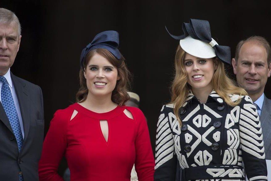 Eugenia y Beatriz  de York. (Foto Prensa Libre: EFE/ Corona Británica)