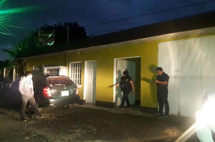 En esta vivienda agentes de la Policía Nacional Civil, localizaron a otra persona. (Foto Prensa Libre: Eduardo Sam)