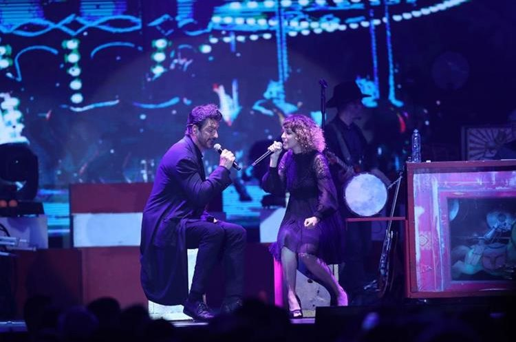 Ricardo Arjona y Gaby Moreno fueron ovacionados durante la velada musical que se realizó en el Hotel Camino Real. (Foto Prensa Libre: Keneth Cruz)
