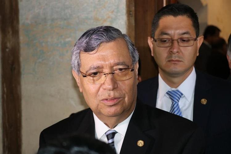 El vicepresidente Jafeth Cabrera dijo que apoya a presidente Jimmy Morales y que el antejuicio contra el mandatario es espurio. (Foto Prensa Libre: Renato Melgar)