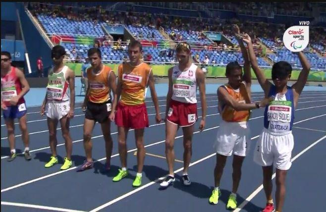Óscar Raxón y Santos Martínez en la presentación en el estadio Olímpico de Río. (Foto Prensa Libre: Captura de Pantalla Claro Sports)