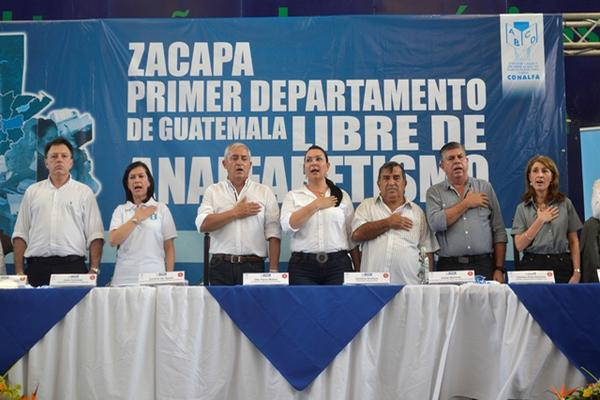 <p>Las autoridades de gobierno declararon a Zacapa departamento libre de analfabetismo. (Foto Prensa Libre: Edwin Paxtor).</p>