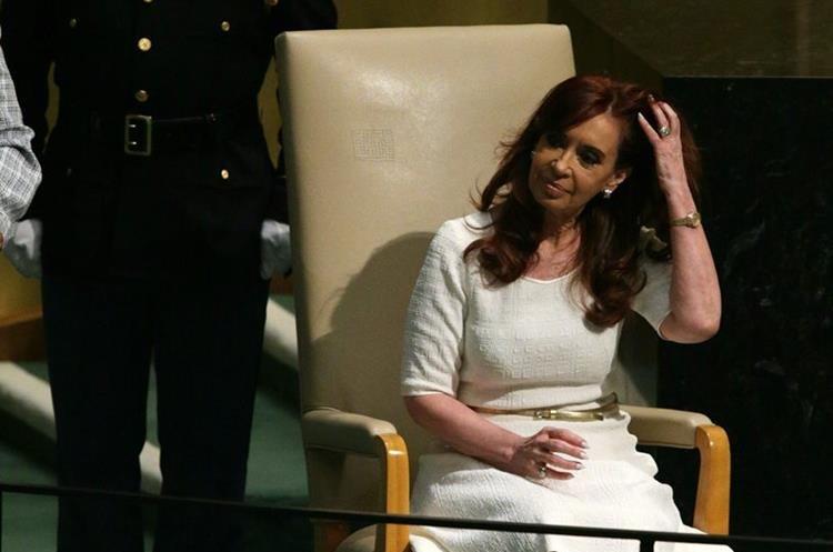MCX52. NUEVA YORK (EE.UU), 28/09/2015.- La presidenta de Argentina, Cristina Fernández de Kirchner, después de pronunciar su discurso hoy, lunes 28 de septiembre de 2015, durante la Asamblea General de la ONU que se celebra en su sede en Nueva York (Estados Unidos). EFE/JASON SZENES