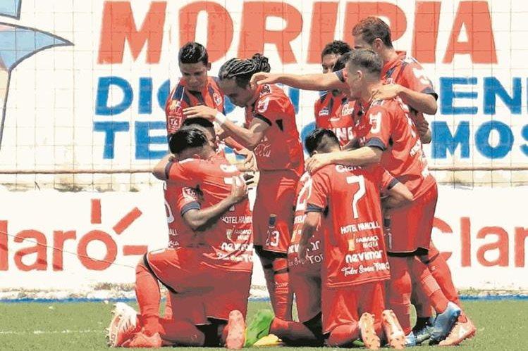 El deportivo Malacateco cumplió este viernes 8 de septiembre 55 años de vida en el futbol naconal. (Foto Prensa Libre: Hemeroteca PL)
