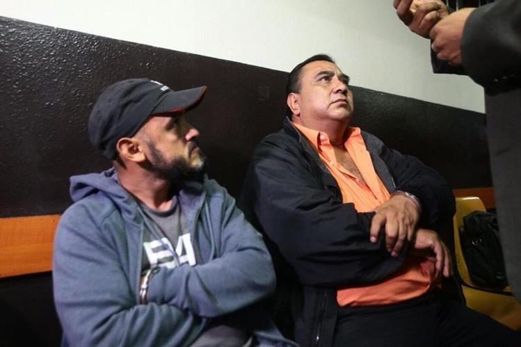 Ricardo Arana y Eddy Pérez exfuncionarios de las comunas de San Pedro Ayampuc y San Raymundo. (Foto Prensa Libre: Alvaro Interiano)