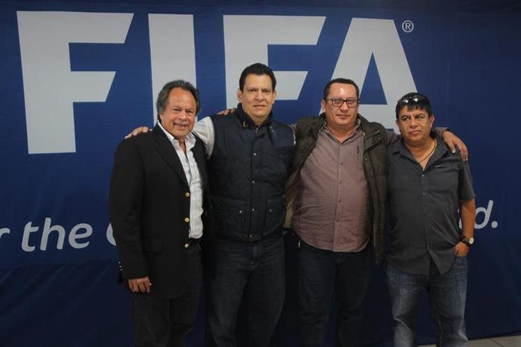 Jaime Sánchez, Alfonso Cruz Berganza, Rony de León y Wálter Rodas posan satisfechos de haber ganado las elecciones en la Liga Nacional. (Foto Prensa Libre: Norvin Mendoza)