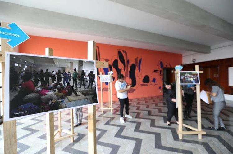 Techo Guatemala presentó los resultados de la población afectada por la erupción del Volcán de Fuego, junto a fotografías de la emergencia. (Foto Prensa Libre: Óscar Rivas)