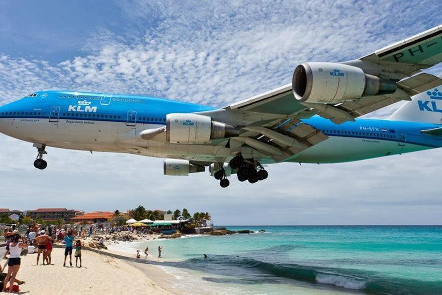 Esta foto de archivo muestra los aterrizajes en la isla de San Martín, en el Caribe, uno de los aeropuertos más riesgosos.