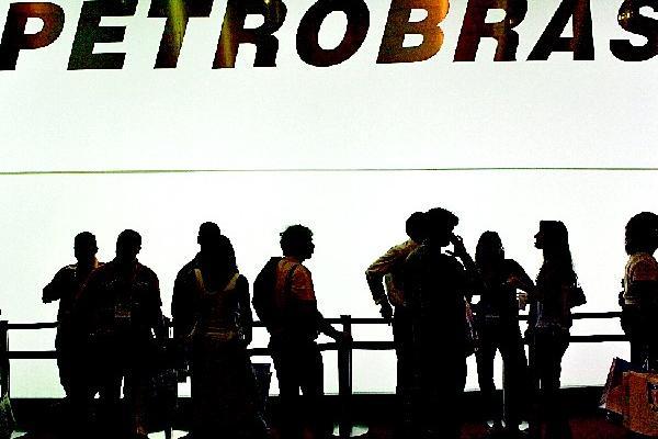 <p>En medio de escándalos la estatal brasileña Petrobras busca lavarse la cara.</p>