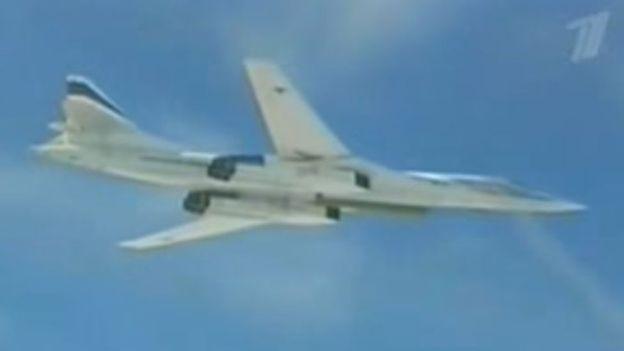 El video del reportaje ruso muestra a un avión bombardero Tu-160 como el medio de transporte de la bomba rusa. CANAL 1