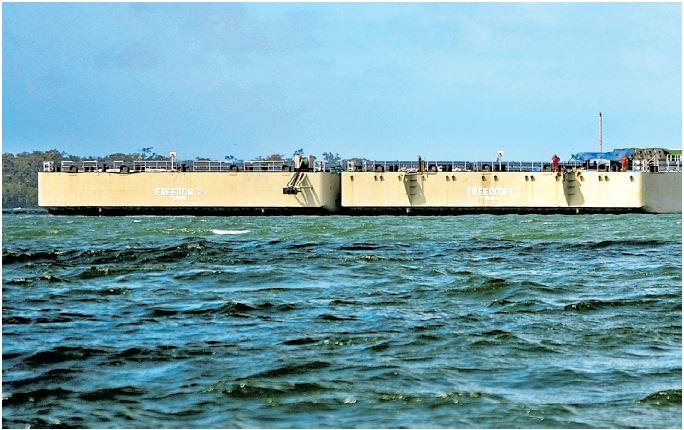 Las plataformas flotantes se adquirieron para  carga y descarga. (Foto Prensa Libre: Dony Stewart)