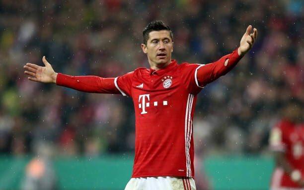 Robert Lewandowski es pretendido por equipos ingleses como el Manchester United y el Chelsea. (Foto Prensa Libre: Internet).