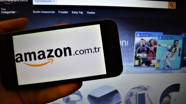 Los sitios web como Amazon permiten que las personas compren con solo hacer clic, lo que facilita aún más el gasto. FOTO. GETTY IMAGES