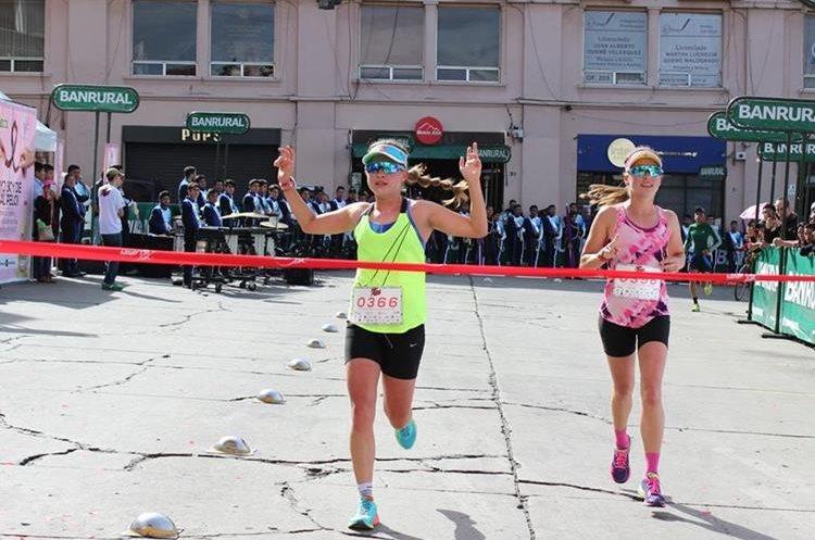 Las gemelas Schoenfeld son las dominantes de la carrera.(Foto Prensa Libre: Raúl Juárez)