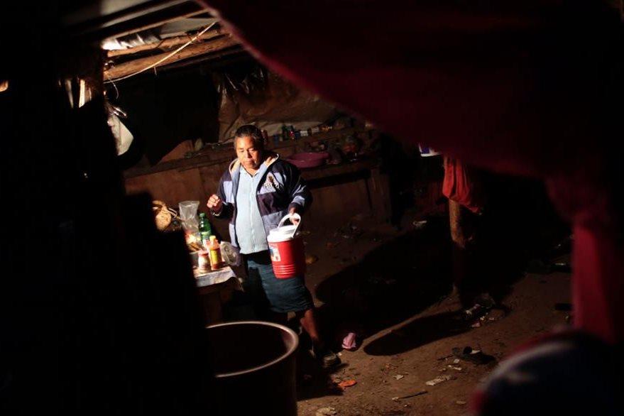 Martina Rodríguez no sabe de qué trabajara ahora que la construcción de la fábrica de Ford quedó en suspenso. (Foto Prensa Libre: AFP).
