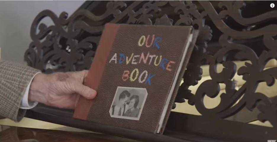 """El """"libro de aventuras"""" de los abuelos. (Foto Prensa Libre: YouTube)"""