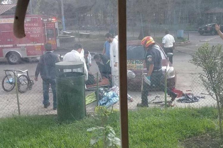 Personas que estaban en los alrededores han enviado las primeras imágenes.