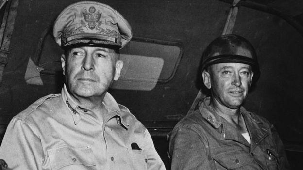 El general MacArthur fue el impulsor de la política de tierra quemada aplicada por los Estados Unidos. GETTY IMAGES