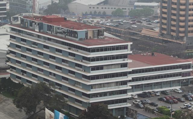 Edificio del IGSS ubicado en la zona 4. (Foto Prensa Libre: Hemeroteca PL)