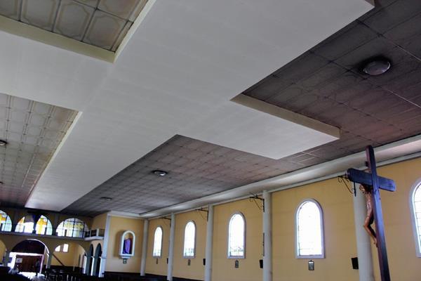 La cruz en el techo de la iglesia de San Andrés mide 37 metros de largo. (Foto Prensa Libre: José Rosales)