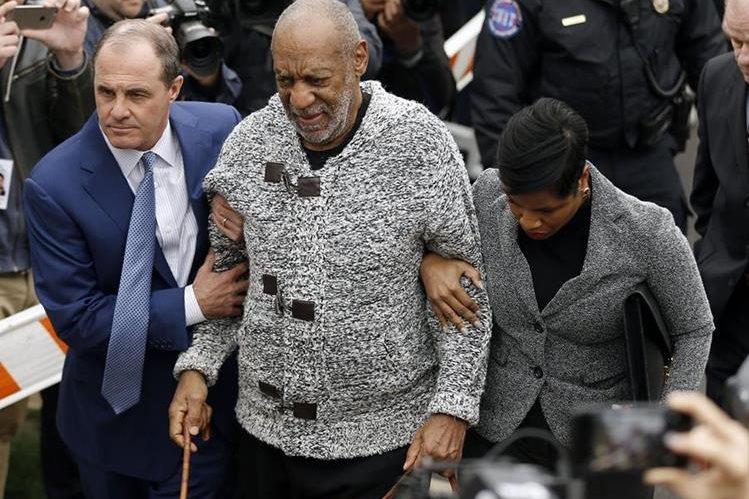 Bill Cosby fue acusado el miércoles de agresión sexual con circunstancias agravantes. En caso de condena, puede valerle hasta 10 años de cárcel. (Foto Prensa Libre, AFP)