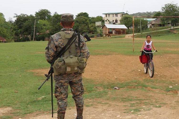 En El Arenal, Melchor de Mencos, Petén y en  El Arenal, Benque Viejo del Carmen, Belice, los vecinos viven en paz y armonía. (Foto Prensa Libre: Rigoberto Escobar)