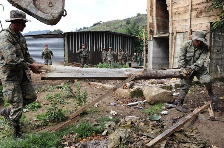 Ejército informó que alcaldes solicitaron demoliciones. (Foto Prensa Libre: Whitmer Barrera)