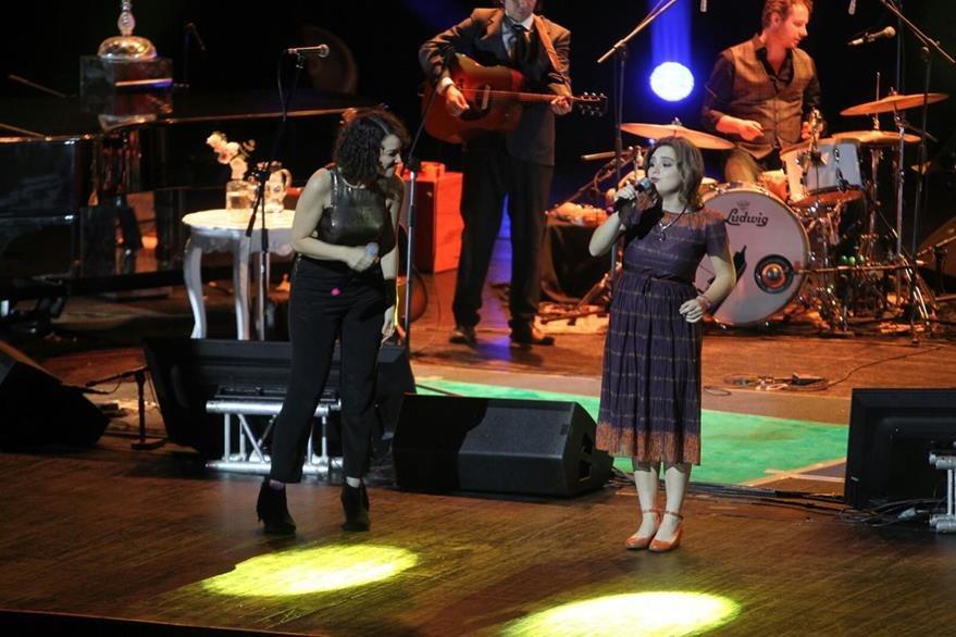 Dominique Hunziker cantó junto a Gaby, como una de sus invitadas nacionales. (Foto Prensa Libre: Keneth Cruz)