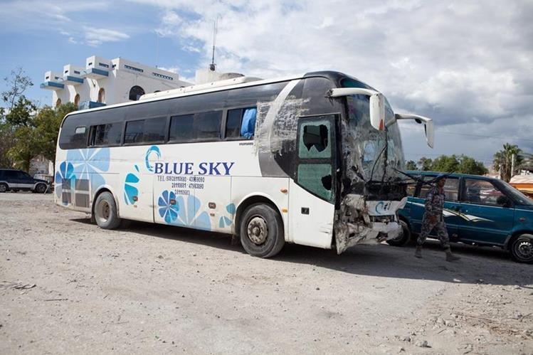 Las autoridades retienen el autobús. La empresa no se ha pronunciado. (Foto Prensa Libre: EFE)
