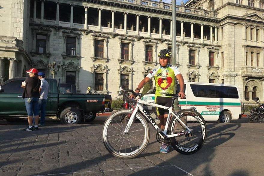 Adiel Mazariegos Paz  comenzó su recorrido en la capital. (Foto Prensa Libre: Rigoberto Escobar).
