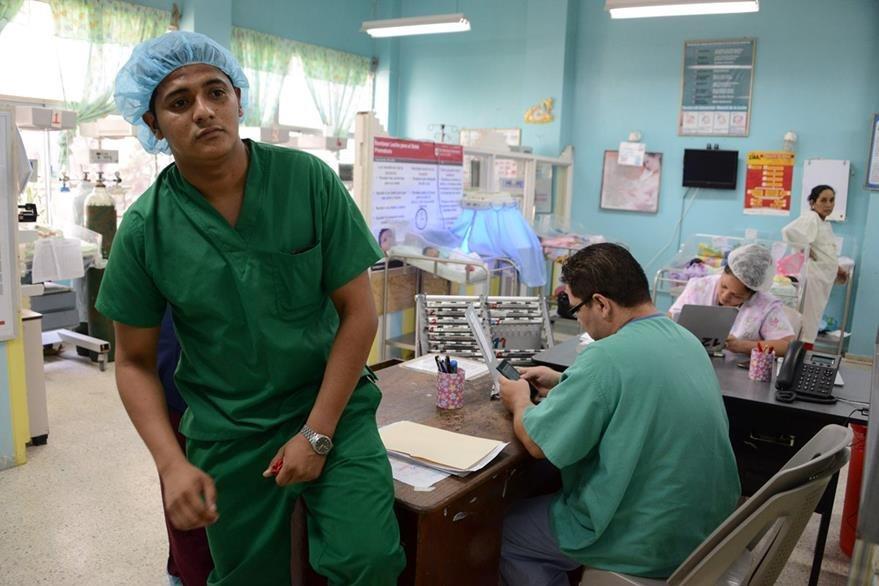 Personal de Salud de Centroamérica se mantiene en alerta permanente por causa del zika. (Foto Prensa Libre: AFP).