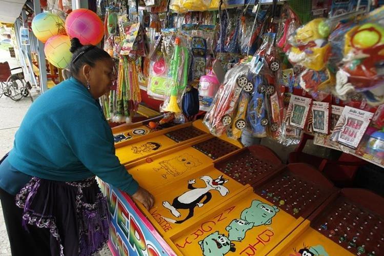 Depende los metros cuadrados que ocupe el negocio, los comerciantes deben pagar entre Q1 mil y Q7 mil a las municipalidades por el permiso para instalar la venta. (Foto Prensa Libre: Paulo Raquec)
