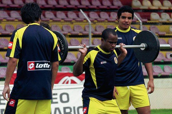El delantero de Marquense, Jonny Brown, ha sido víctima de racismo en varias canchas del país. (Foto Prensa Libre: Hemeroteca PL)