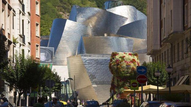 Bilbao, la ciudad más populosa del País Vasco, es hogar del museo Guggenheim. GETTY IMAGES
