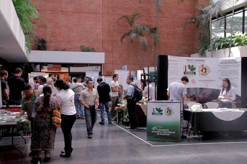 Casas comerciales participaron en el evento para incentivar a los caficultores en la conservación de tierras. (Foto Prensa Libre: Cortesía Anacafé)