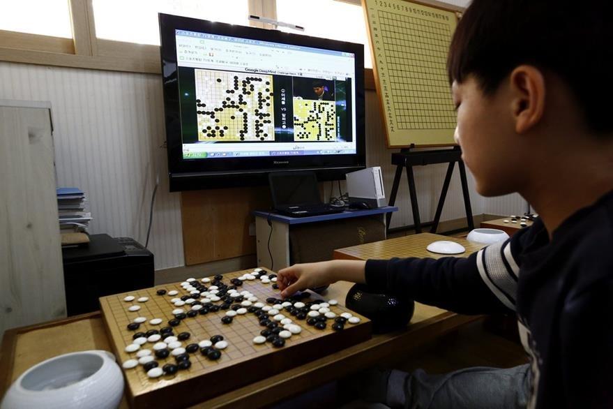 En Corea del Sur muchas personas siguieron en directo la partida (Foto Prensa Libre: EFE).