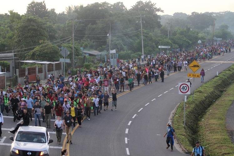 Cientos de hondureños avanzan por territorio mexicano para llegar a la frontera con EE.UU.(Foto Prensa Libre: AFP.