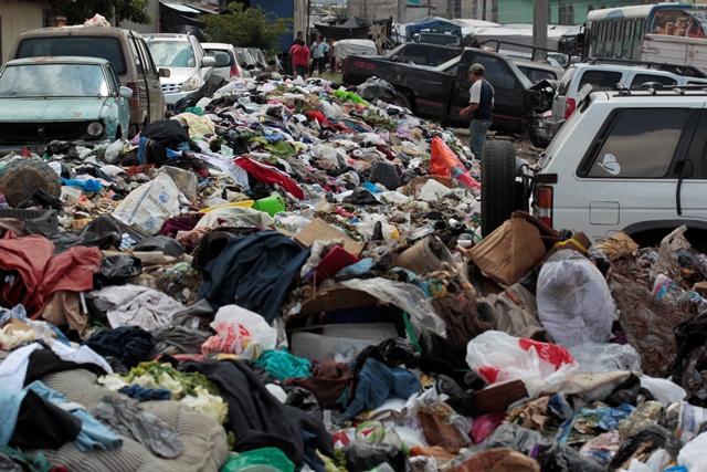 Así luce el basurero del mercado San Martín de Porres, zona 6 capitalina. (Foto Prensa Libre: Carlos Hernández)