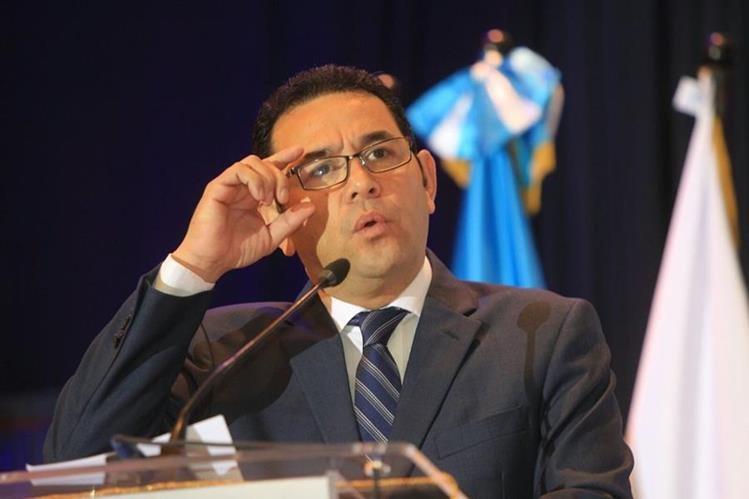 El presidente Jimmy Morales, defendió la millonaría donación de medicamentos. (Foto Prensa Libre: Esbin García)