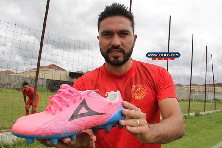Kamiani Félix regala zapatos cada vez que anota. Hoy él recibirá los presentes. (Foto Prensa Libre: cortesía rojos.com)
