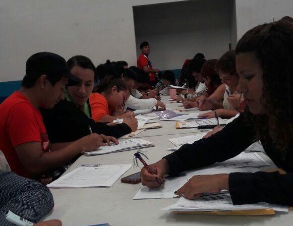 La mayoría de personas que asisten a las ferias son jóvenes.(Foto Prensa Libre: Cortesía Omdel)