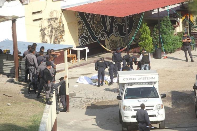 Tres reos fueron localizados muertos en el sector 11 del Centro Preventivo para Hombres, en la zona 18. (Foto Prensa Libre: Érick Ávila)