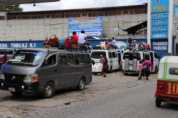 El servicio de transporte en Quiché se paralizará este jueves. (Foto Prensa Libre: Héctor Cordero)