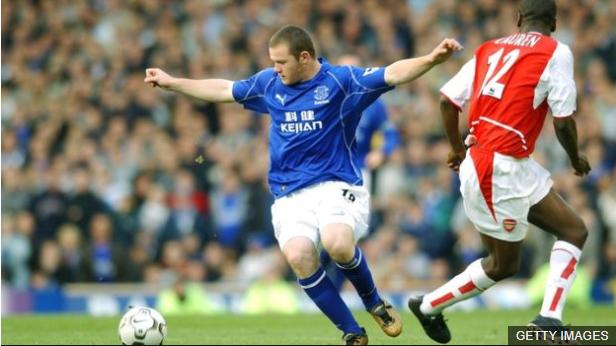 Contra Arsenal, Rooney anotó su primer gol en la Liga Premier.