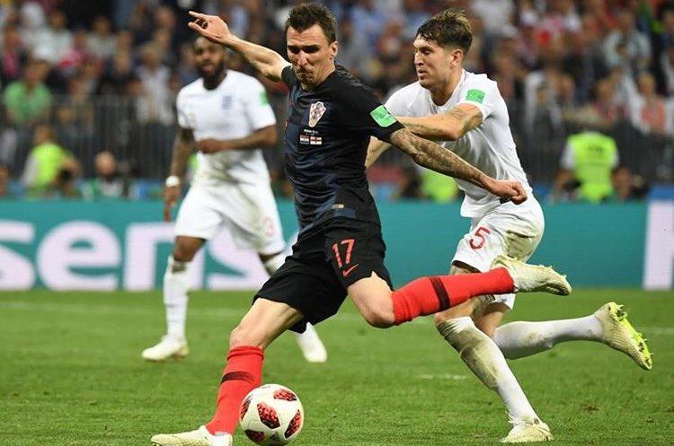 Previo al encontronazo, Mario Manzukic burla a la defensa de Inglaterra y con un zurdazo anota el 2 a 1.