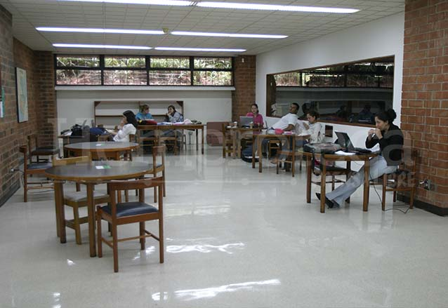 Biblioteca de la UFM. (Foto: Hemeroteca PL)